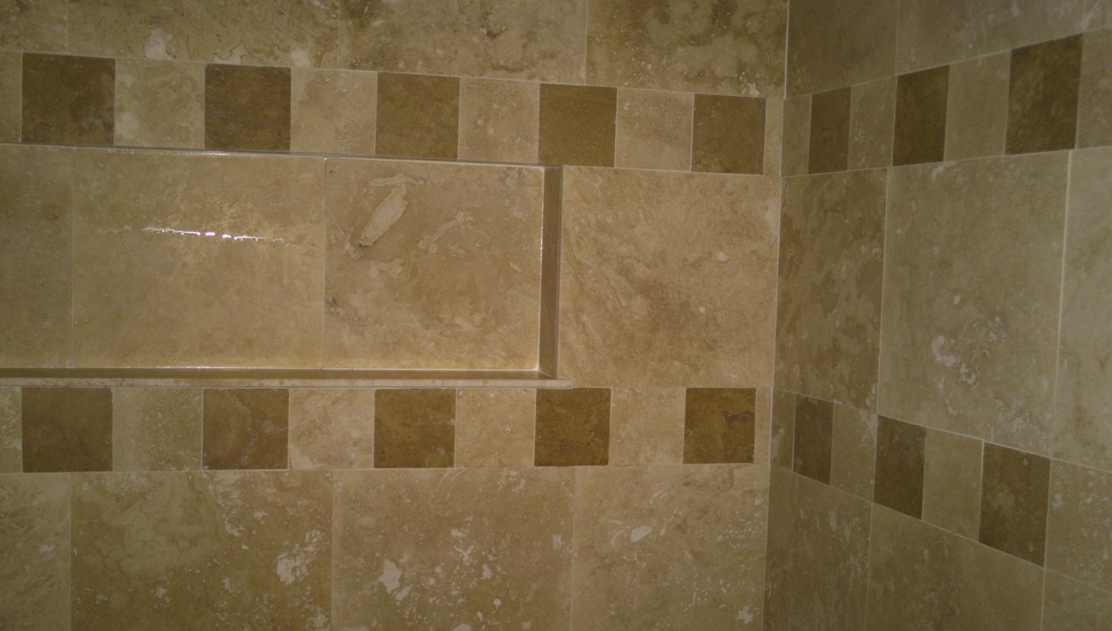 Tile features photo portfolio alachua fl lynndale for Travertine accent tile